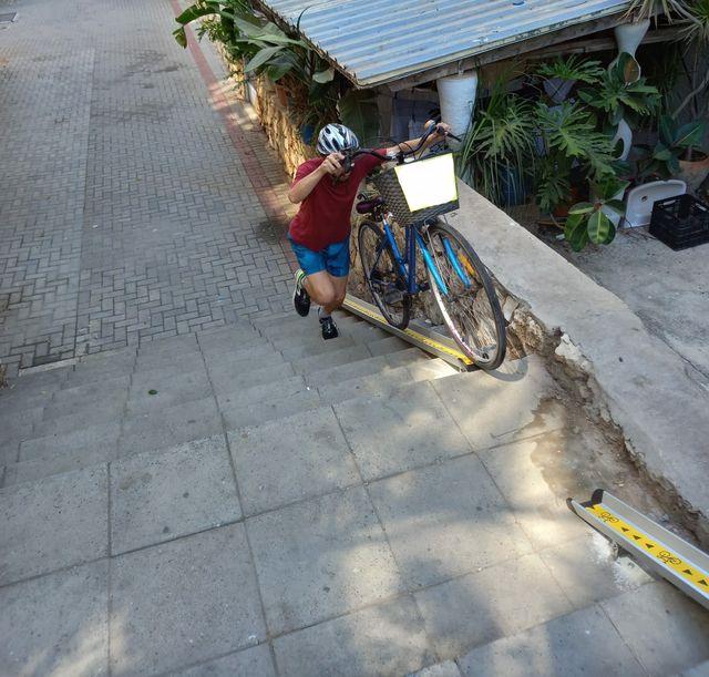 מסילת אופניים. אורי להב